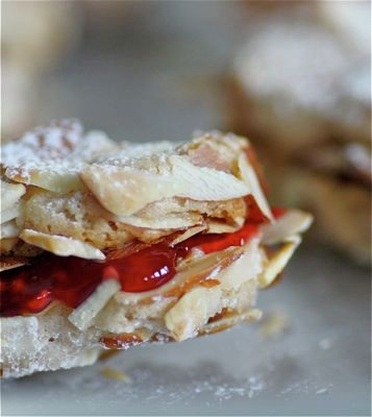 Almond and Raspberry Sandwich Cookies - Living Tastefully